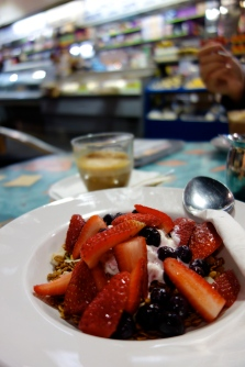 Museli, yoghut and berries